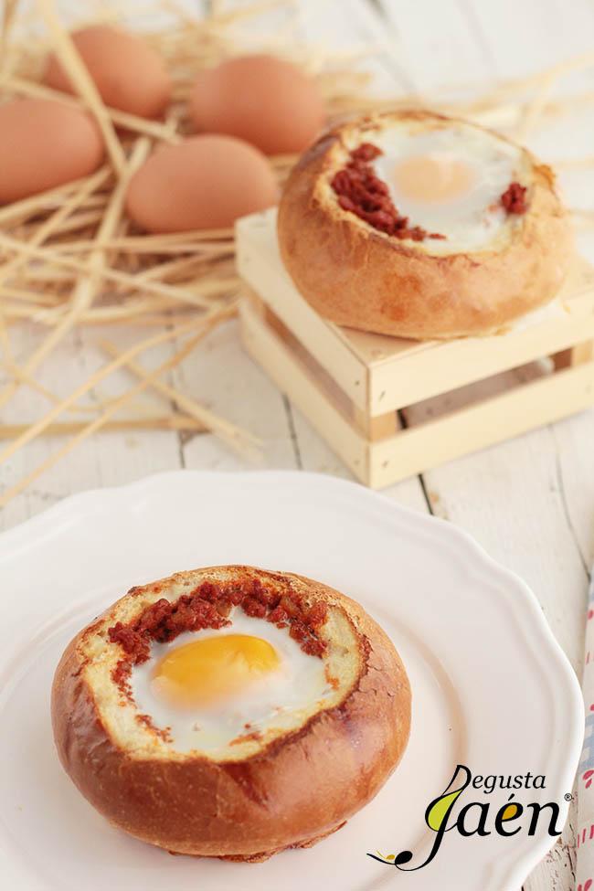 Huevos en nido de pan con picadillo de chorizo (3)