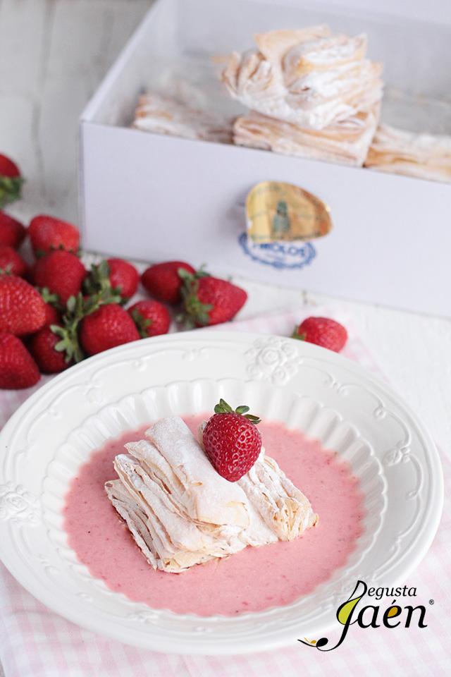 Virolos con crema de yogur y fresas (1)