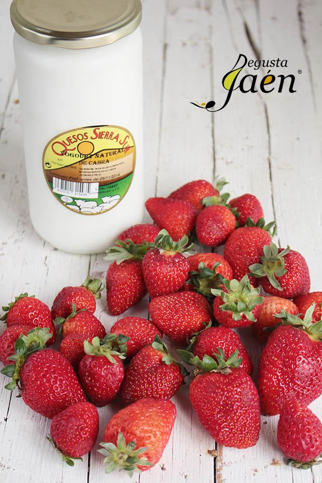 Virolos con crema de yogur y fresas (6)