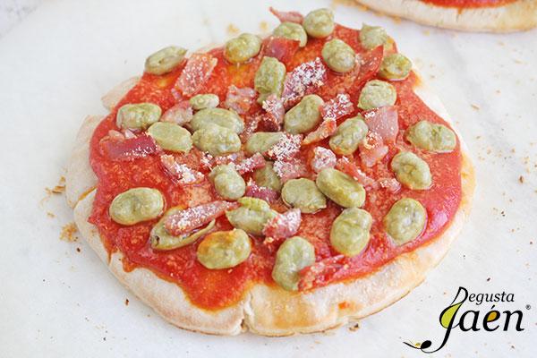 Pizzas-rápidas-tomate-y-habas-Mata-Degusta-Jaén-(1)