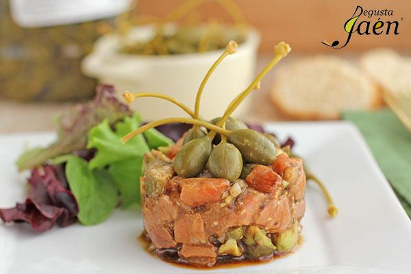 Tartar-de-salmón-con-alcaparrones-Degusta-Jaén-(1)