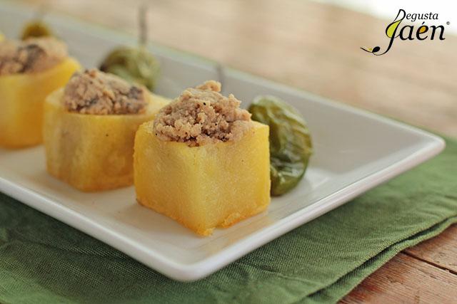 Cubos de patata rellenos de crema de lomo (2)