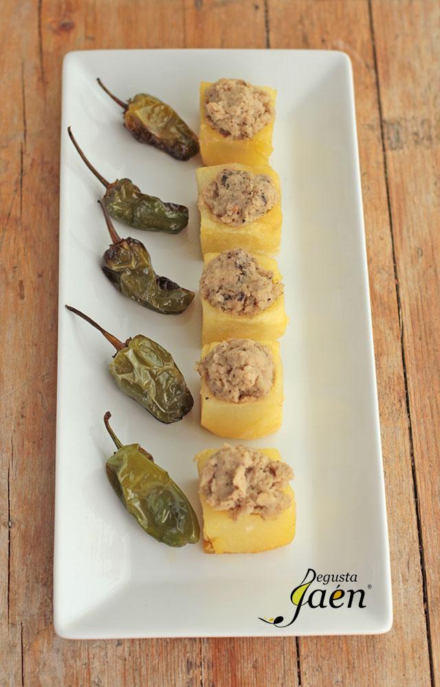 Cubos de patata rellenos de crema de lomo (3)