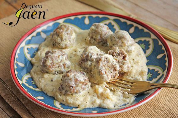 Albondigas-de-cordero-con-salsa-de-yogur-Degusta-Jaen-(4)
