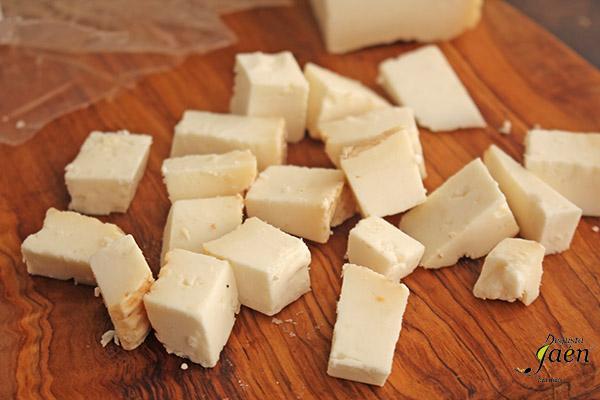 Ensalada de queso de cabra, granada y escarola Degusta Jaén