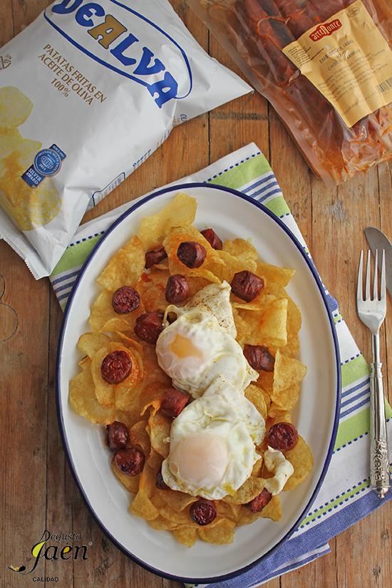 Huevos rotos con patatas chips y chorizo jabali Degusta Jaen (2)