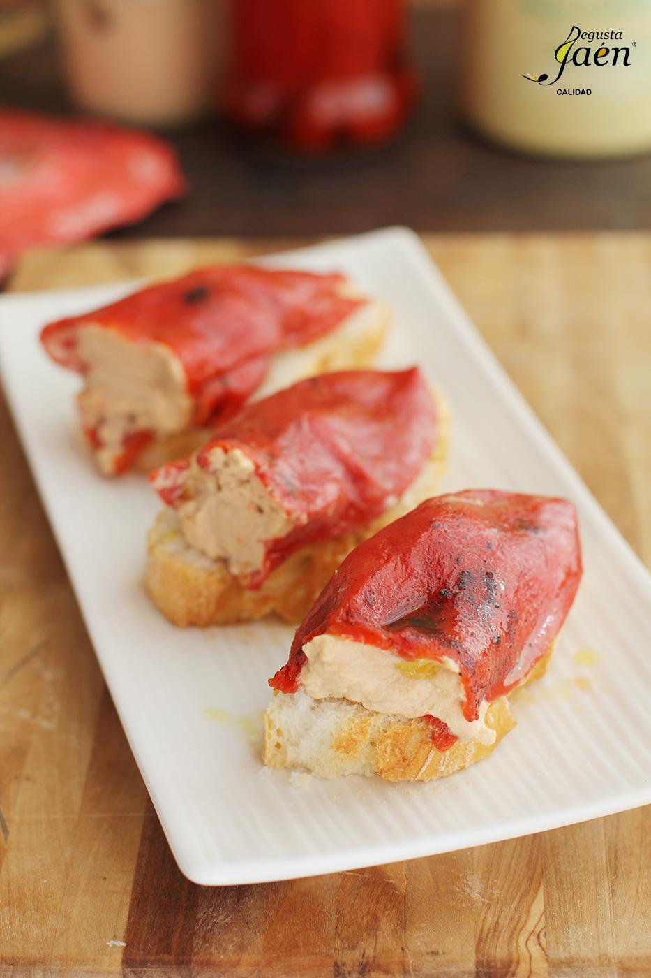 Pimientos del piquillo rellenos de pate de bonito Degusta Jaen (7)