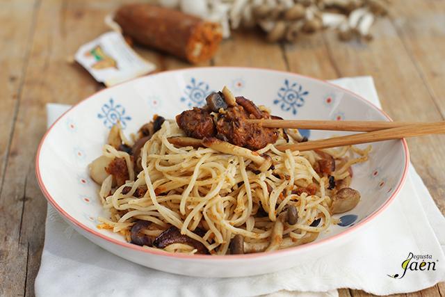 Fideos chinos morcilla sin sangre Degusta Jaen (1)