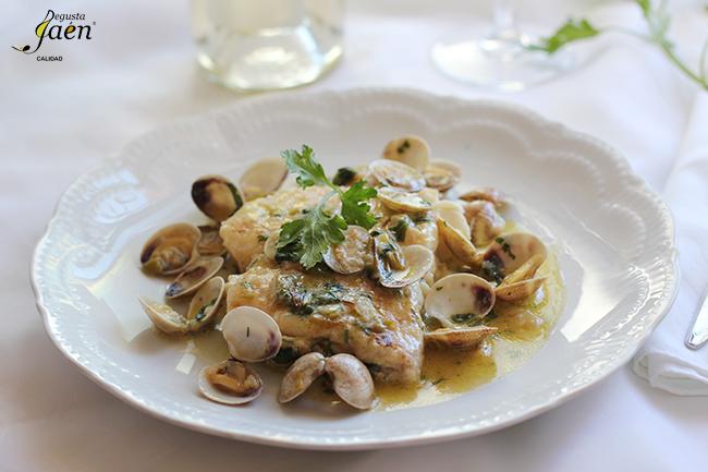 Merluza con almejas vino blanco Degusta Jaen