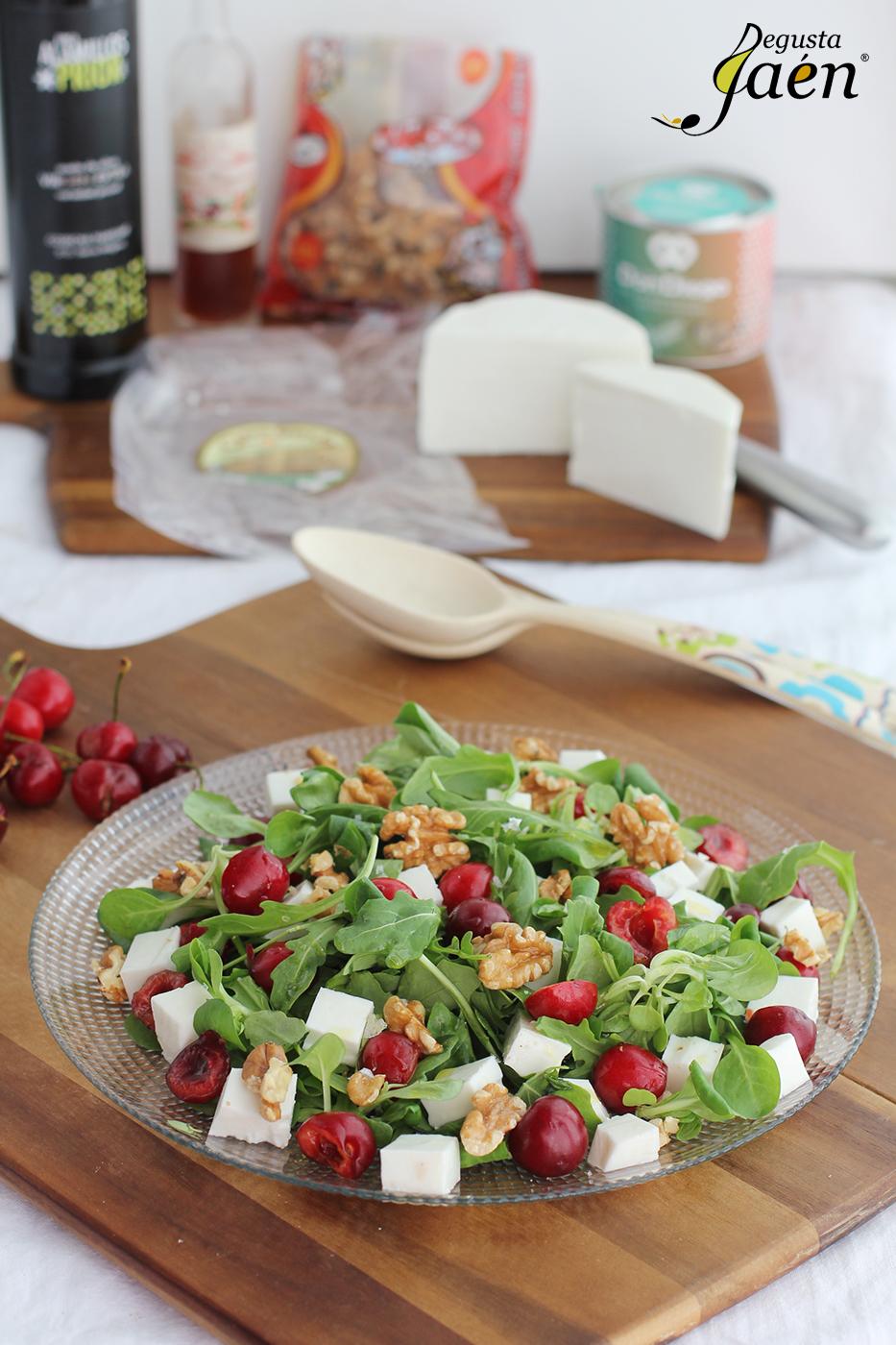 Ensalada cerezas, queso y nueces Degusta Jaen (1)