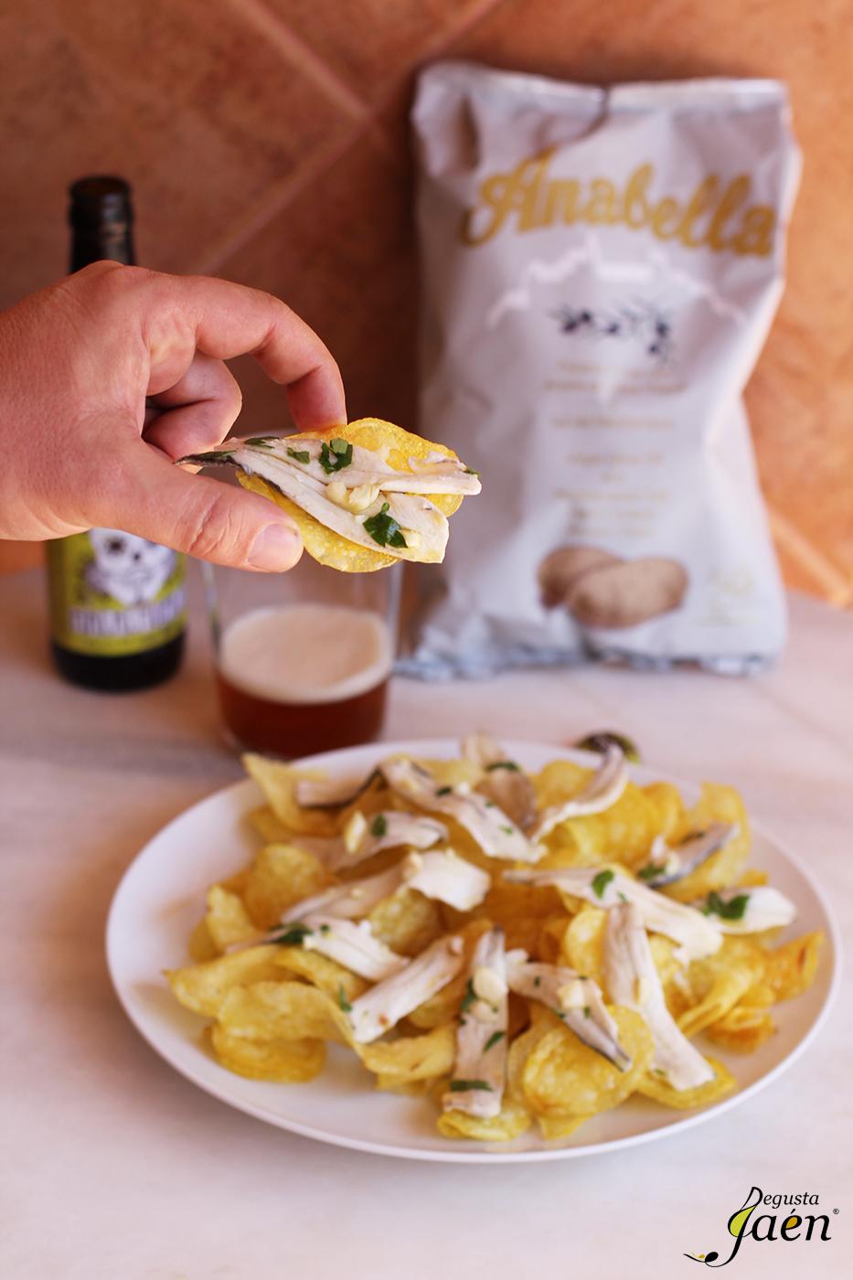 Patatas fritas Anabella con boquerones en vinagre Degusta Jaen