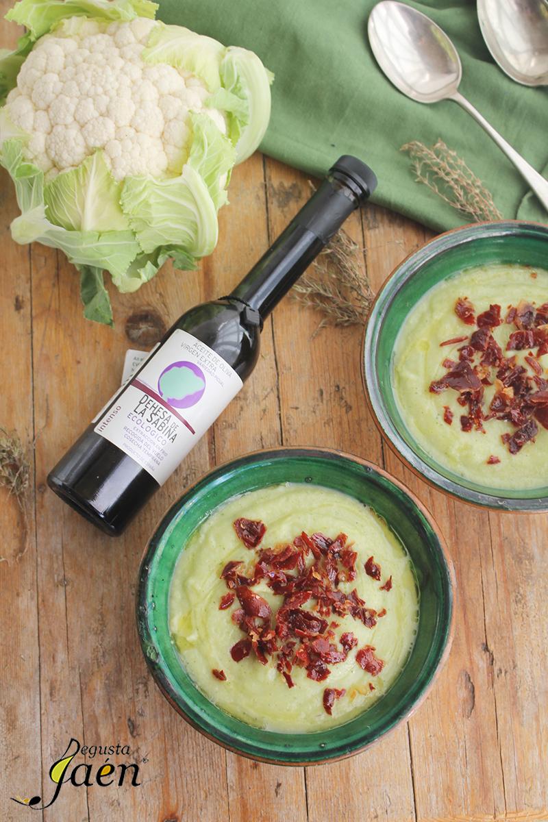 Crema de coliflor con tomillo y crujiente de jamón Degusta Jaén