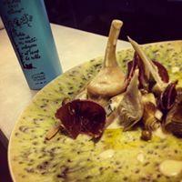 alcachofas. cecina, aceite