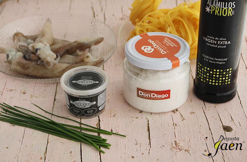 Tallarines con calamares y ajo negro Ingredientes