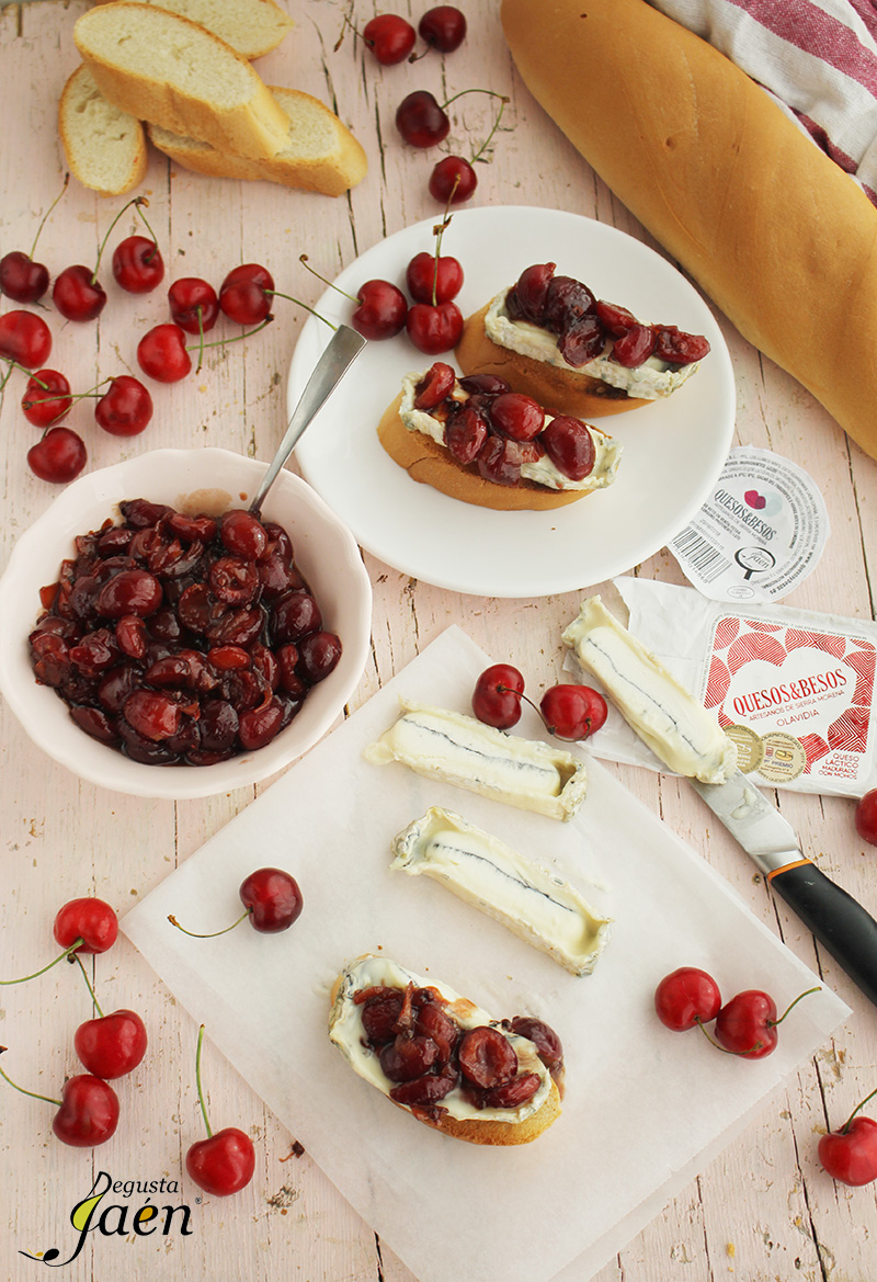 Tostas de queso Olavidia y cerezas Degusta Jaen