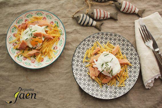 Huevos escalfados con trucha ahumada y patatas paja degusta Jaen (2)