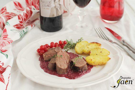 Solomillo de ciervo con salsa de vino tinto y frutos rojos Degusta Jaen