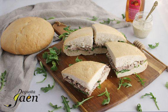 Bocadillo de cordero y pan ibero Degusta Jaen