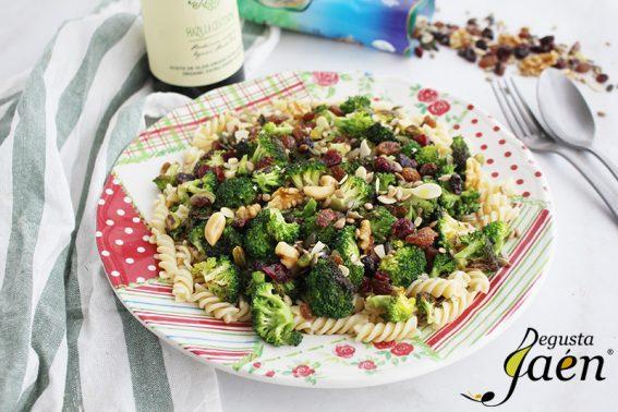 Ensalada de pasta con brocoli, frutos secos y aove Degusta Jaen (3)