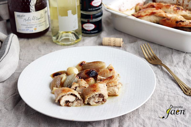 Rollitos de pollo rellenos de paté, una receta de fiesta.