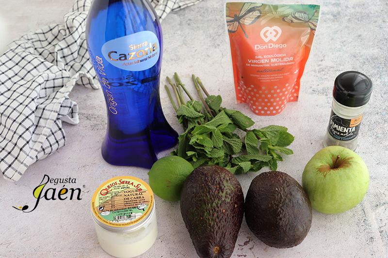 Crema de aguacate, manzana, hierbabuena y yogur